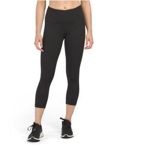 NWT Yogalicious Highrise Capri Leggings XS